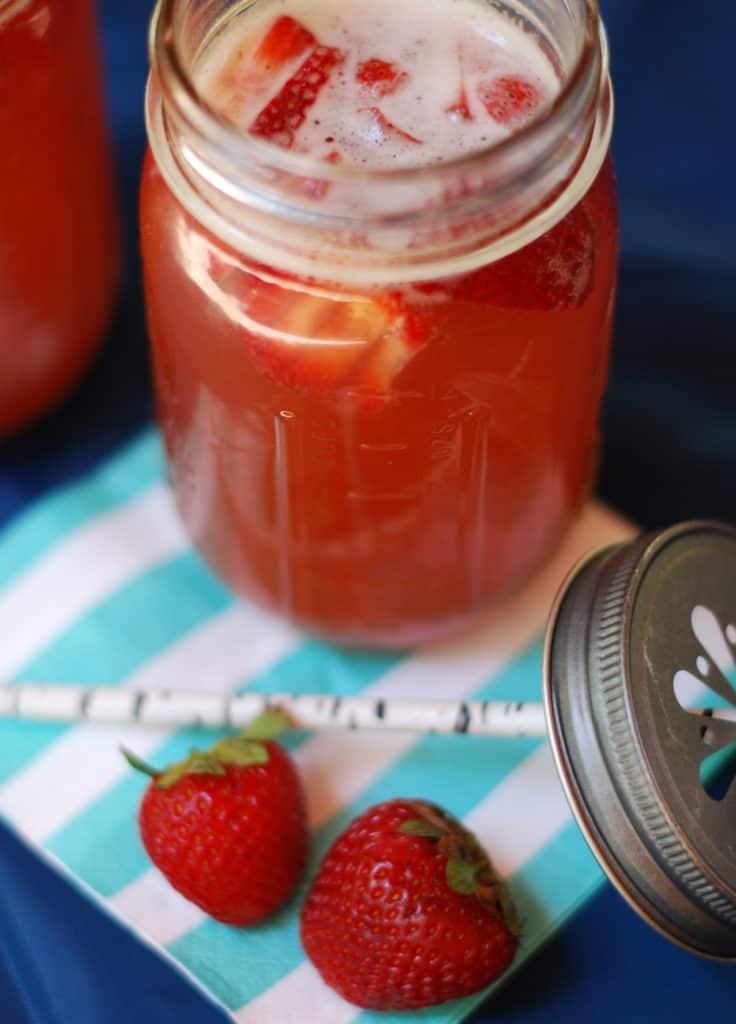 strawberry-lemonade-shandies-2