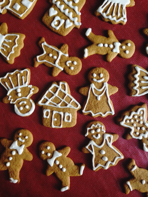 Baking for special diets this holiday? Gluten-Free Vegan Gingerbread Men are the best way to cater to friends and family who have to watch what they eat. Delight them with a batch of these Christmas cookies that taste exactly like the real thing. (via feastandwest.com)