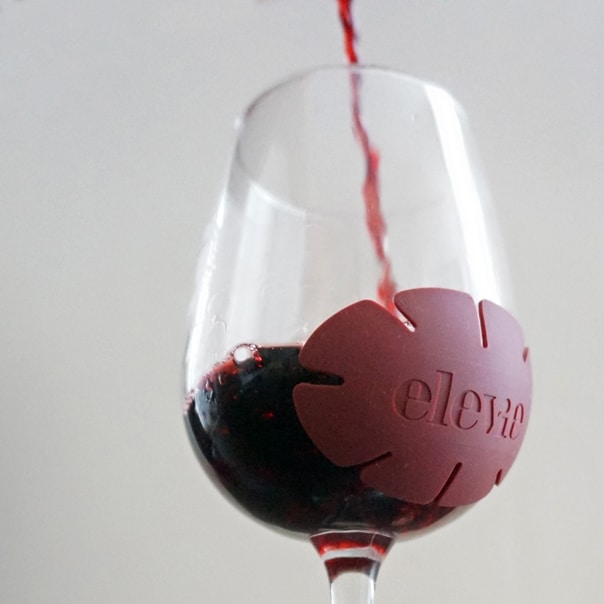 Meet Elevie, the a re-useable sticker that matures your wine in 5 minutes! // Feast + West