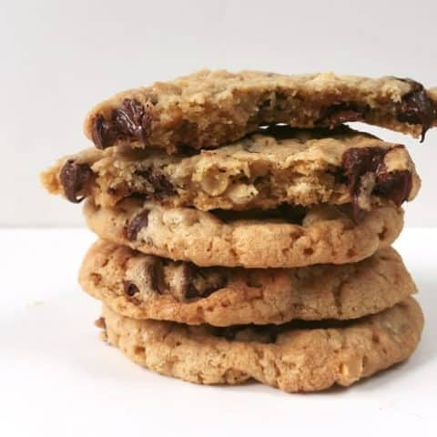 Peanut Butter Chocolate Chip Oatmeal Cookies with Wolf Gourmet — the perfect make ahead holiday cookie for every kind of cookie lover // Feast + West