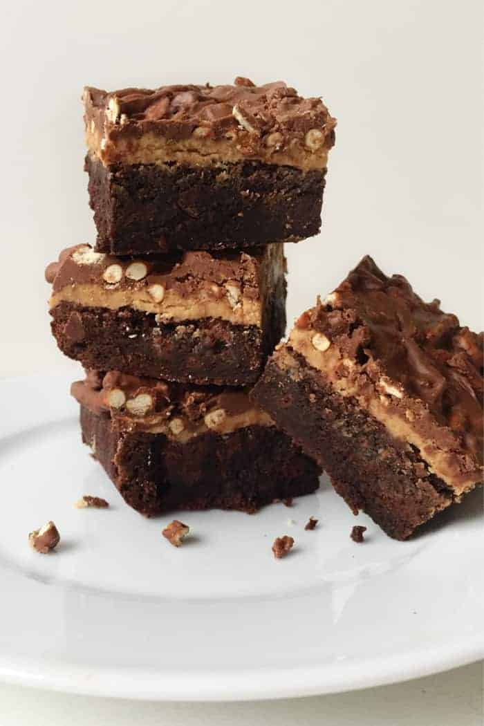 These tri-layer Chocolate Peanut Butter Pretzel Brownies are a ...