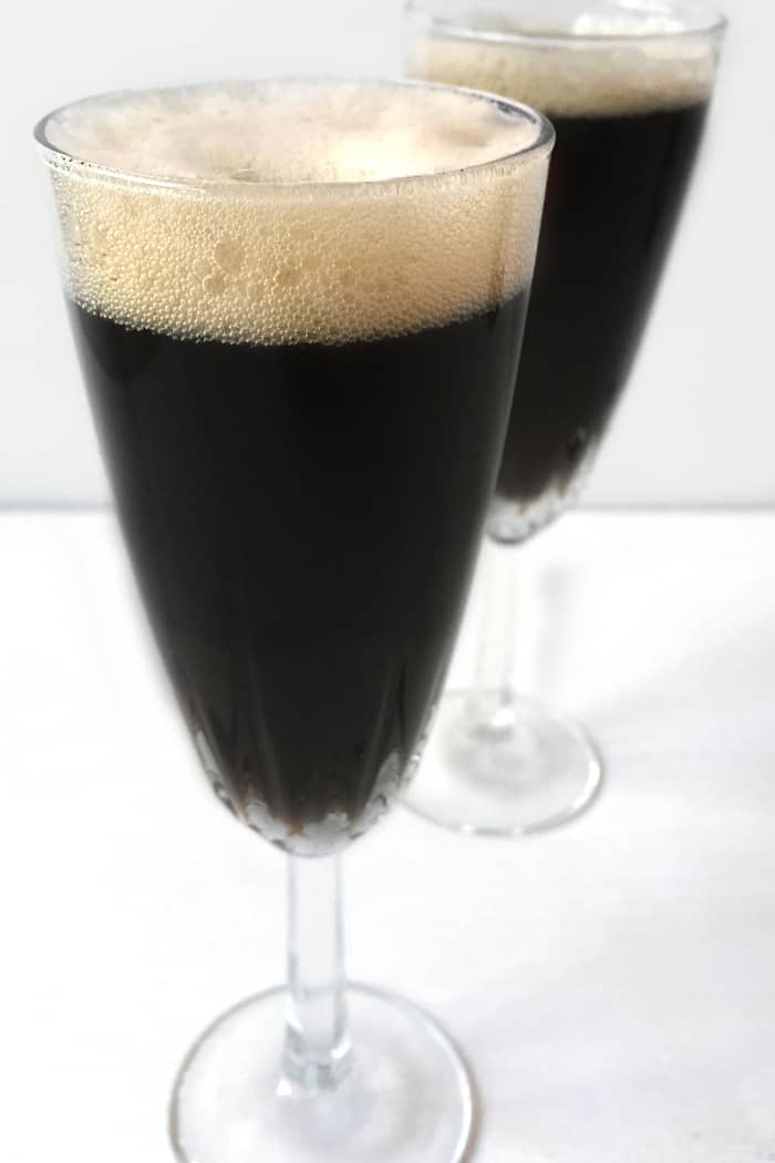 Black Velvet cocktail, a classic Irish cocktail made with stout beer ...