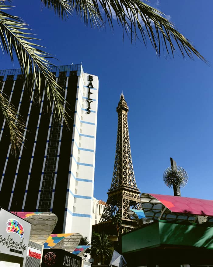 What it's like to enjoy a retreat in Las Vegas! (via feastandwest.com)