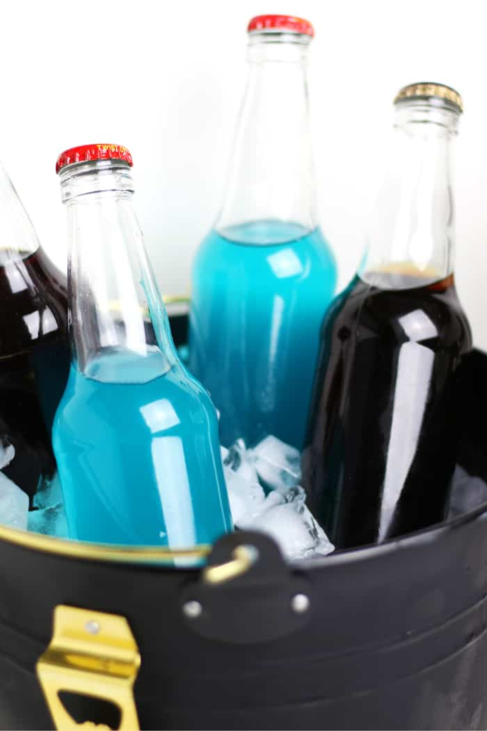 Ever wanted to take cocktails to a tailgate? Make them ahead of time! These Bottled Tailgate Cocktails are pre-mixed drinks you can pack in a cooler for your next football pre-game party. Try the Blue Habanero Margarita and Black Coffee Russian, or make your own in your team's colors! (via feastandwest.com)