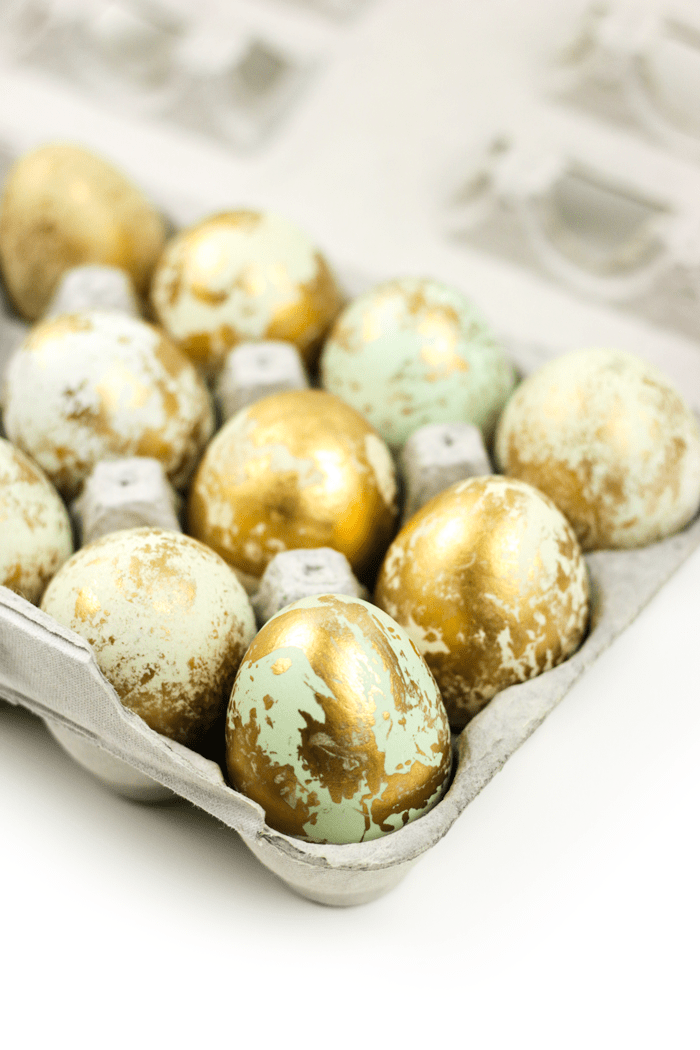 Embellish your spring table with a centerpiece of hand-decorated Marbled Gold Easter Eggs. Make this beautiful, 10-minute craft with natural eggs or dyed ones! (via feastandwest.com)