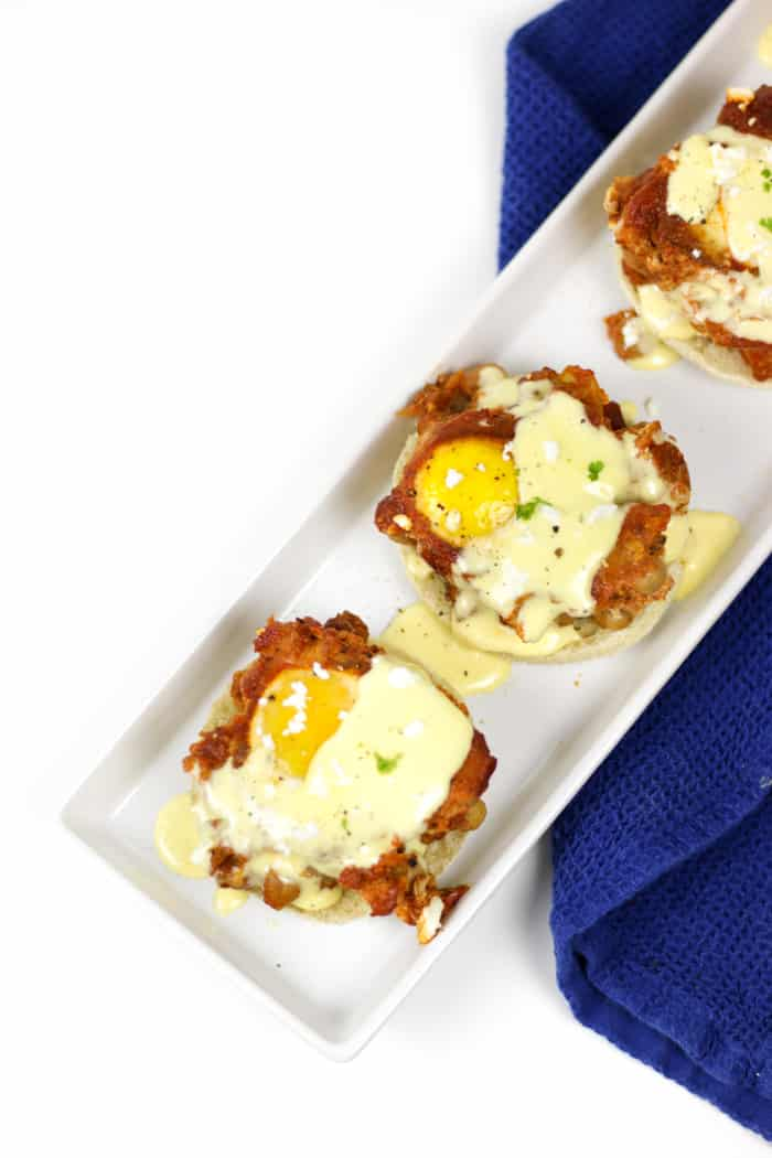 MakeShakshuka Eggs Benedict for a brunch or dinner dish that's sure to impress! Poach eggs in a chickpea tomato sauce, and serve them over toasted English muffins topped with drizzles of an easy hollandaise sauce and a sprinkle of feta cheese.(via feastandwest.com)