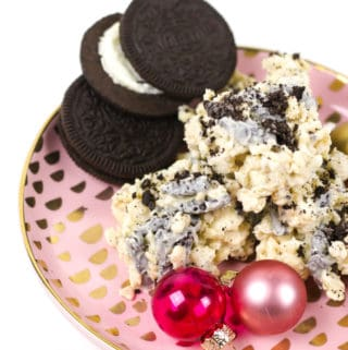No-Bake Cookies and Cream Avalanche Cookies are a dream for cookie-lovers! Melted white chocolate coats crispy rice cereal, marshmallows and chunks of Oreo cookies for a crunchy, black-and-white treat. They're great for holiday cookie swaps!(via feastandwest.com)
