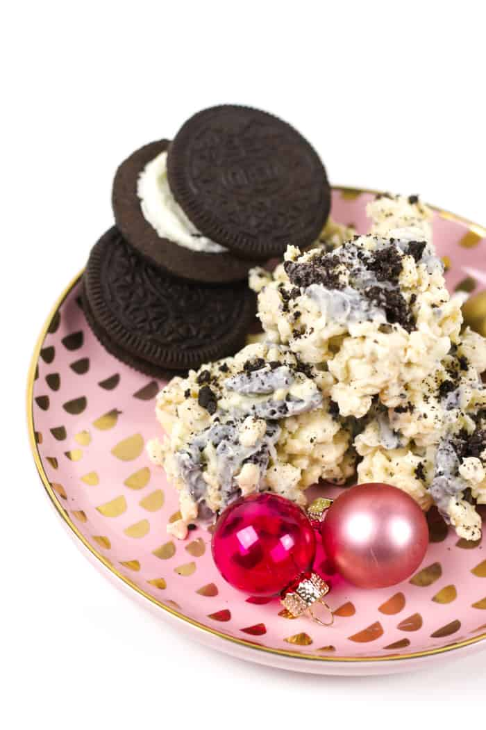 No-Bake Cookies and Cream Avalanche Cookies are a dream for cookie-lovers! Melted white chocolate coats crispy rice cereal, marshmallows and chunks of Oreo cookies for a crunchy, black-and-white treat. They're great for holiday cookie swaps! (via feastandwest.com)