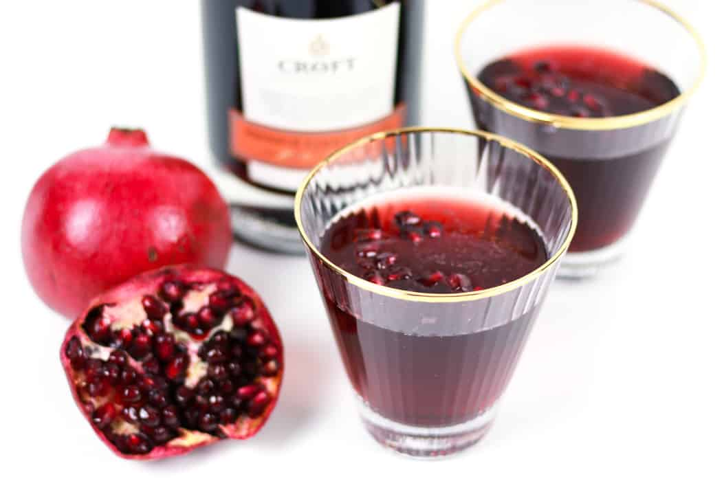 Say cheers with a Sparkling Pomegranate Port Wine Cocktail! This rutilant drink marries the sweetness of Port wine with tart pomegranate and a hintof orange flavor, topped with a bit of bubbly champagne.(via feastandwest.com)