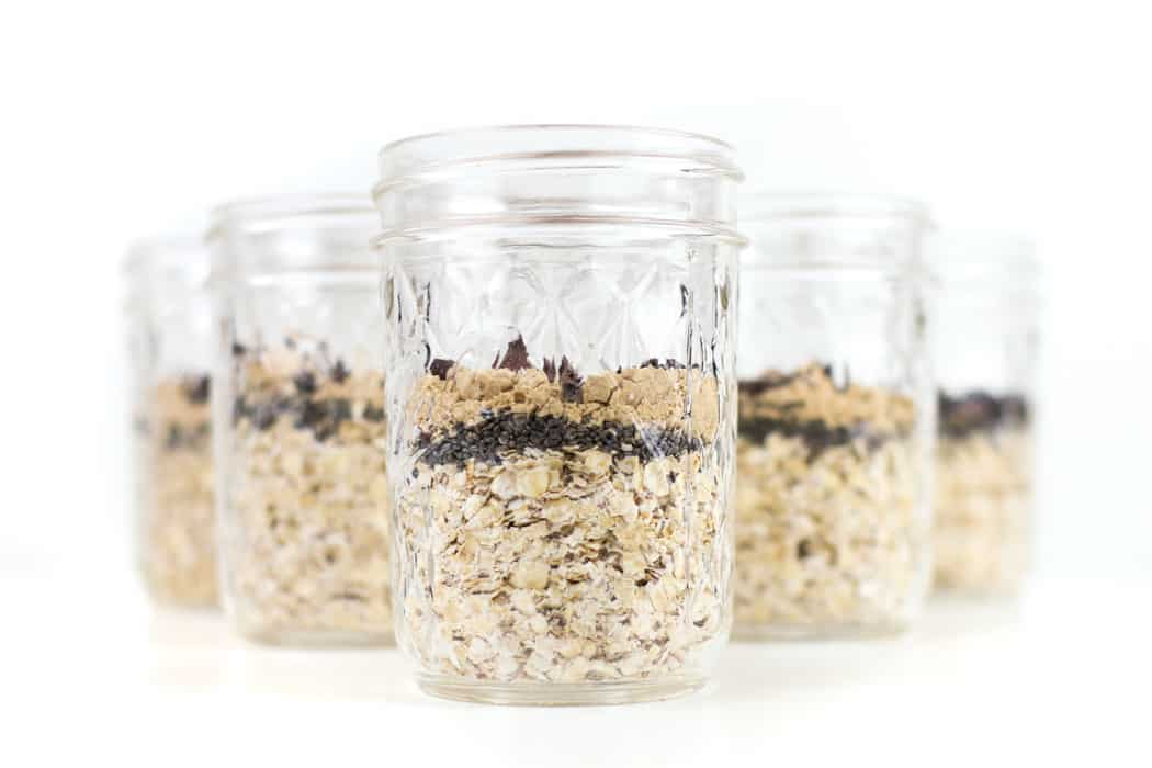 Peanut Butter Overnight Oats are the perfect make-ahed breakfast for busy mornings! Prepare a ton in advance, get them ready the night before and enjoy a nutritious breakfast on-the-go. A dozen jars of almost-ready-to-eat meals make great gifts, too.(via feastandwest.com)