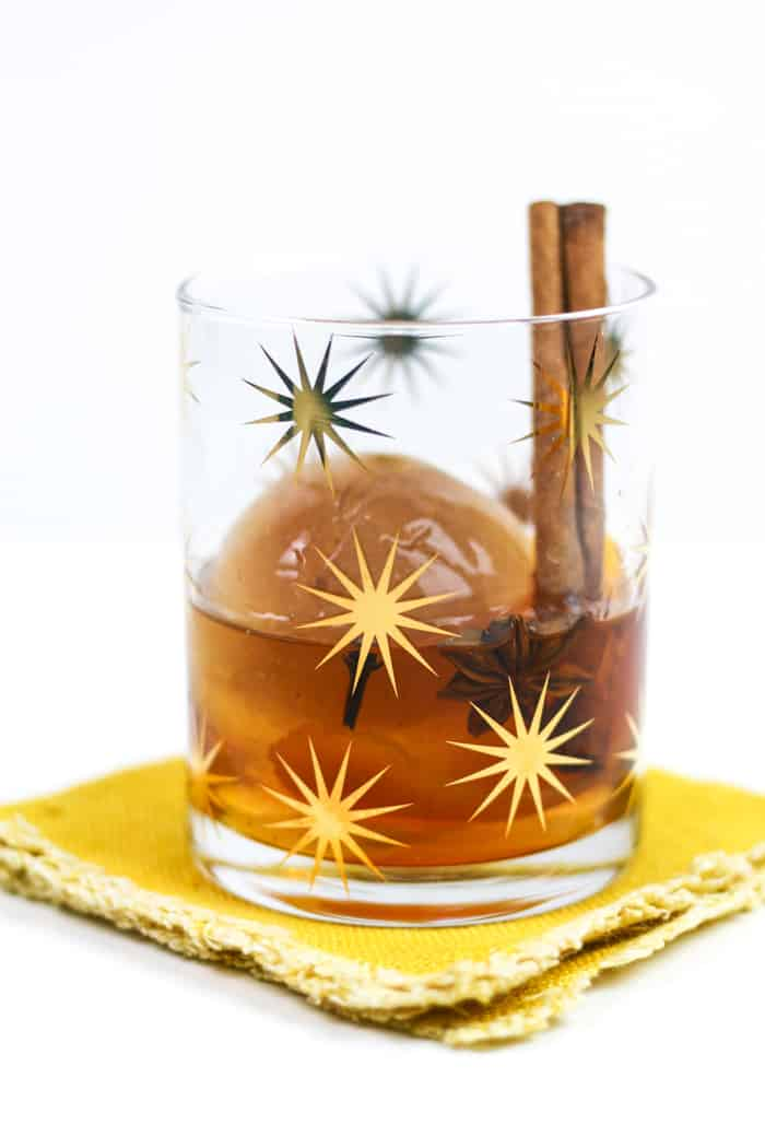 A Chai Old Fashioned Cocktail is the fall and winter nightcap of your dreams. Made with chai tea ice cubes, the chai spices infuseslowly as the ice melts into the whiskey, letting more flavor seep in with every sip.(via feastandwest.com)