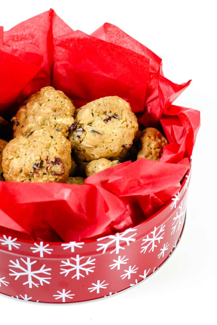 Cranberry White Chocolate Oatmeal Cookies are a festive holiday cookie to share with friends and family! Sweet with a hint of sourness, these cookies are crunchy on the outside and soft on the inside. And they're delicious warm with a glass of milk!(via feastandwest.com)