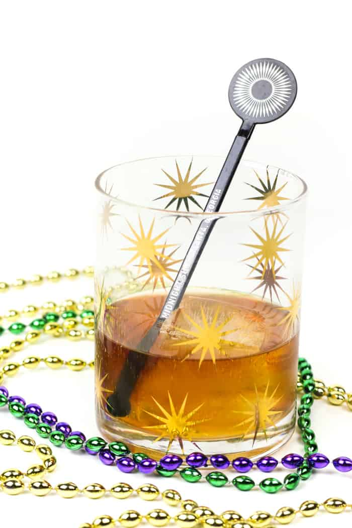 The Vieux Carré Cocktail is a classic cocktail with roots in the French Quarter of New Orleans. Make it to celebrate Mardi Gras or enjoy it in lieu of an old-fashioned.(via feastandwest.com)