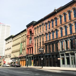 Taking a trip to Louisville, Ky.? Check out where we stayed, ate, drank, shopped and explored during our weekend on the Kentucky Bourbon Trail in this Louisville Travel Guide! (via feastandwest.com)
