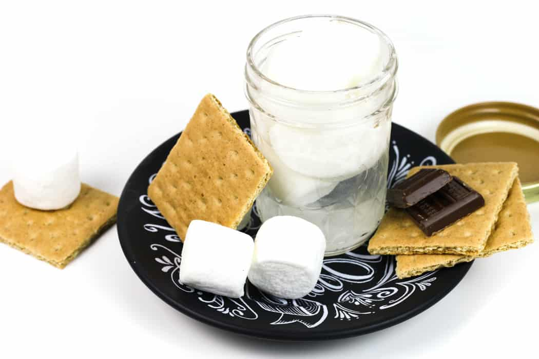 This Marshmallow Vodka is everything you need to add that fluffy, marshmallow flavor to all your cocktails. From s'mores to hot cocoa, you'll love mixing drinks with this homemade liqueur recipe! (via feastandwest.com)