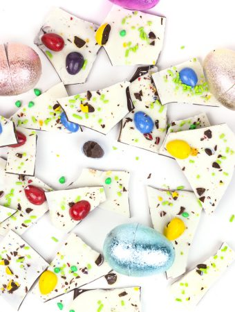 Make a colorful batch of Easter Candy White Chocolate Bark, the ideal Easter basket stuffer. Top it with all your favorite candies, then share it with friends or keep it all to yourself!(via feastandwest.com)