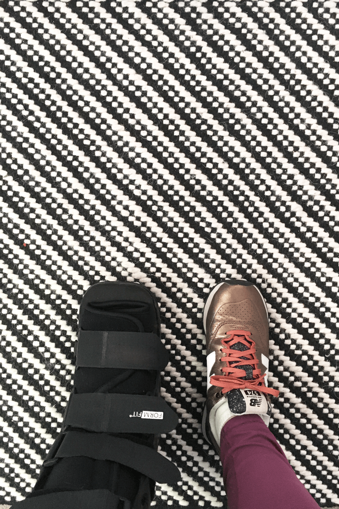 Flying with an injury is no fun at all, but it's easy peasy if you know what to do. Take my tips from traveling with an orthopedic boot on how to handle check-in, airport security and getting around the airport.(via feastandwest.com)