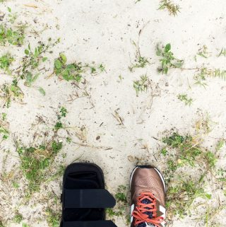 Flying with an injury is no fun at all, but it's a lot easier if you know what to do. Take my tips from traveling with an orthopedic boot on how to handle check-in, airport security and getting around the airport. (via feastandwest.com)