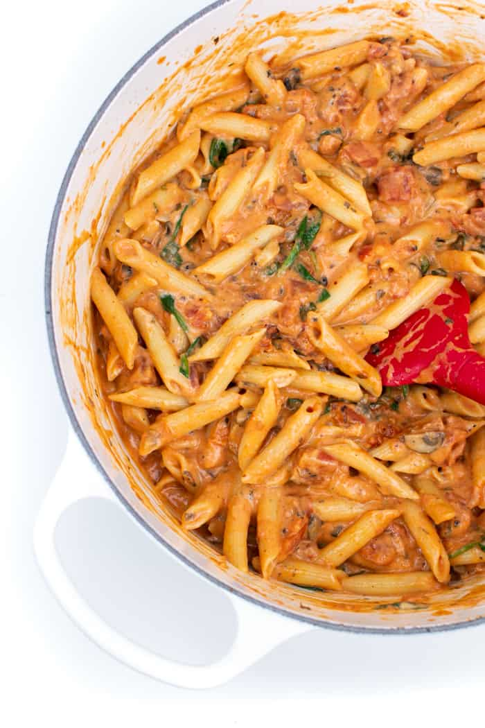 Penne pasta with rosa sauce